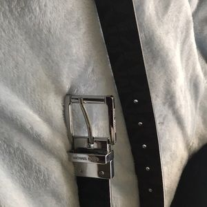 Authentic Micheal Kors Belt! Also reversible .
